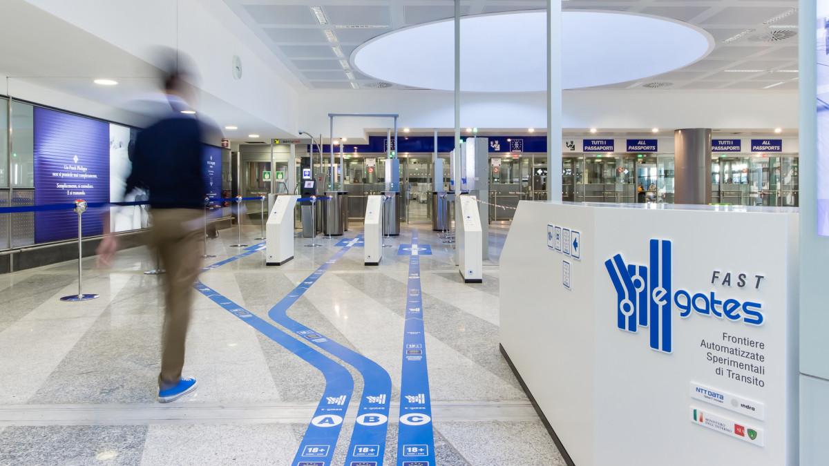 Malpensa, al via i primi e-gates: controlli biometrici sui passeggeri